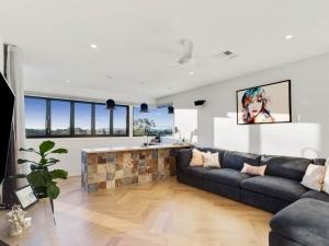 Effingham-3-Modern-Designer-Home-OShea-builders-12
