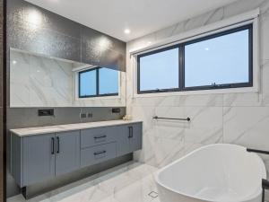 Effingham-3-Modern-Designer-Home-OShea-builders-19