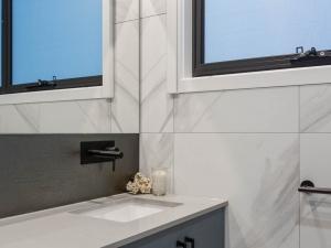 Effingham-3-Modern-Designer-Home-OShea-builders-20