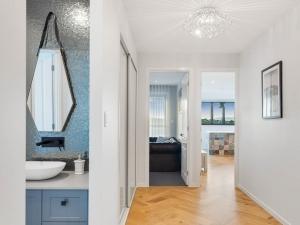 Effingham-3-Modern-Designer-Home-OShea-builders-8